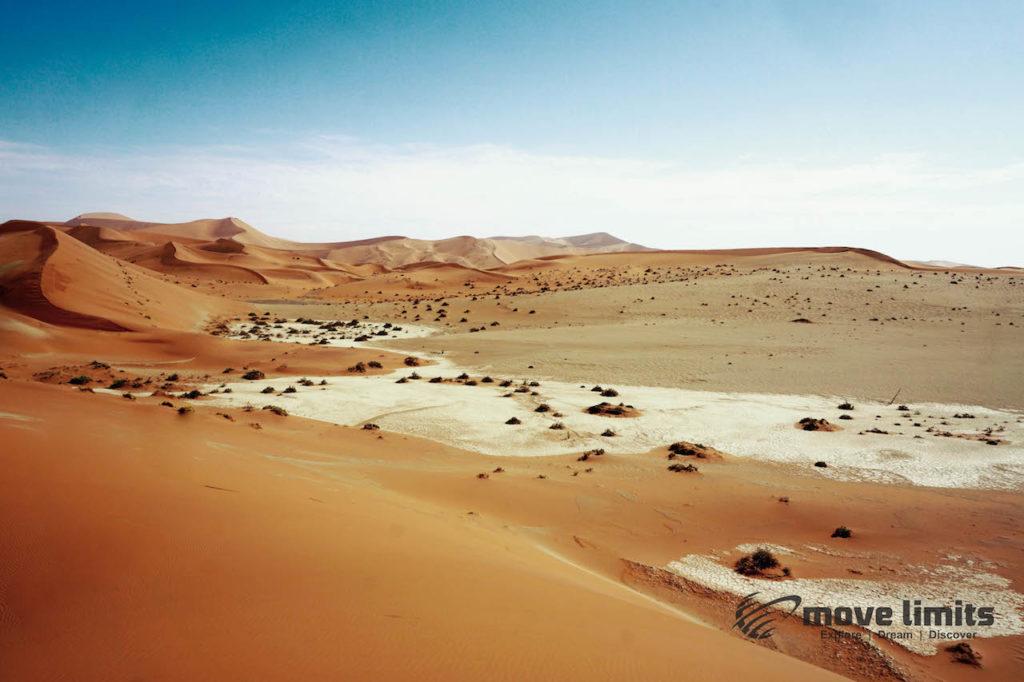 Im Sossusvlei in Namibia - Hidden Vlei - movelimits.de