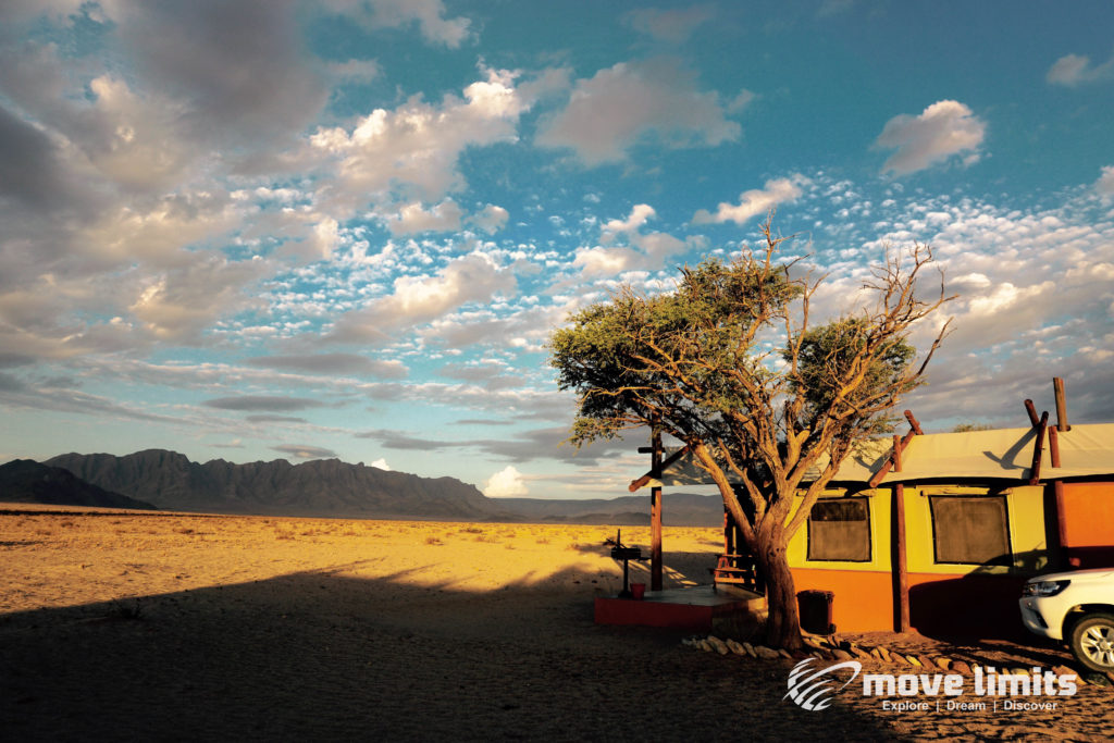 Im Sossusvlei in Namibia - Namib Desert Camp - movelimits.de