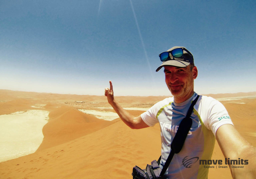 Im Sossusvlei in Namibia - On top of Big Daddy - movelimits.de