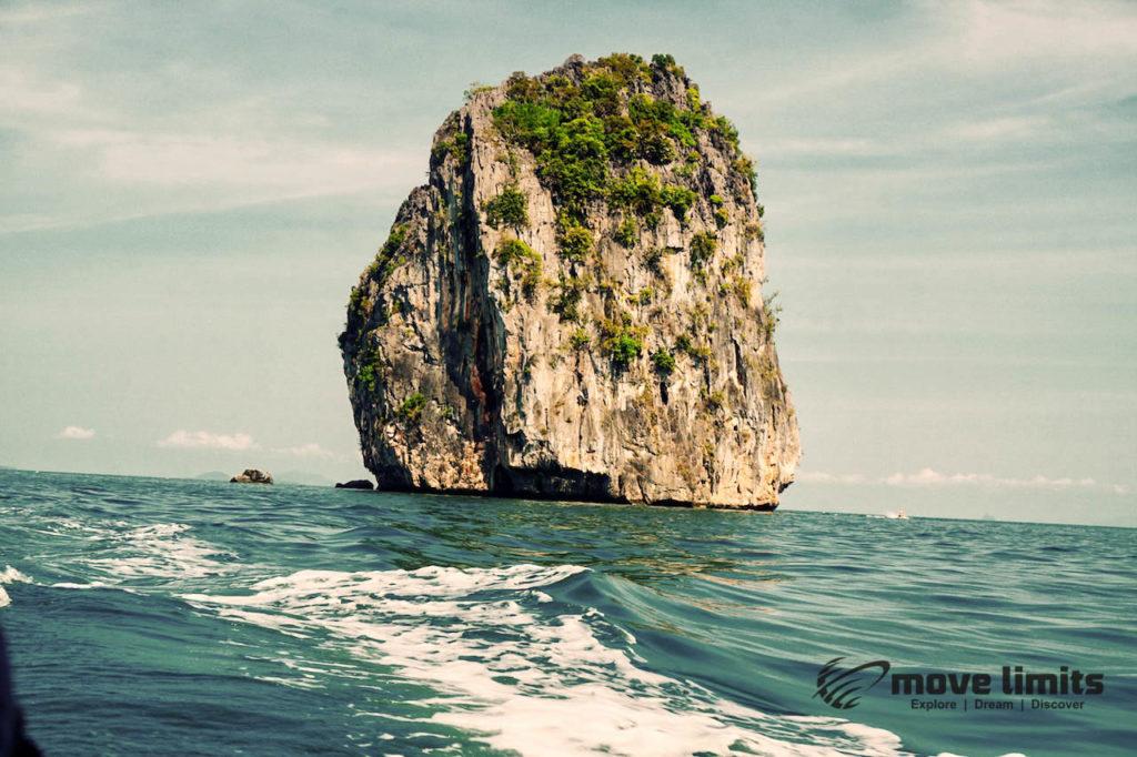 Schnorcheln im Paradies - Krabi Thailand - Anadamanensee typische Insel - movelimits.de
