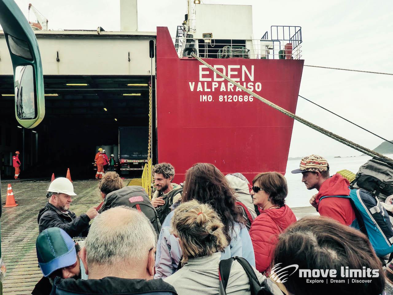 Faehre von hinten_Kreuzfahrt in Patagonien_movelimits.de