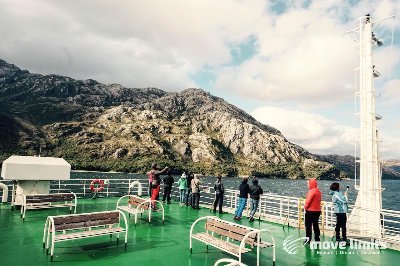 Oberdeck mit Blick_Kreuzfahrt in Patagonien_movelimits.de