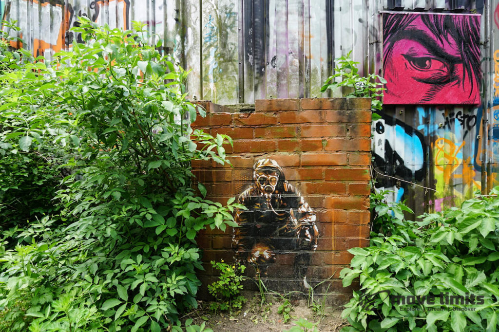 Abhörstation Teufelsberg Berlin - Kalter Krieg und Graffiti - movelimits.de - Gasmaske