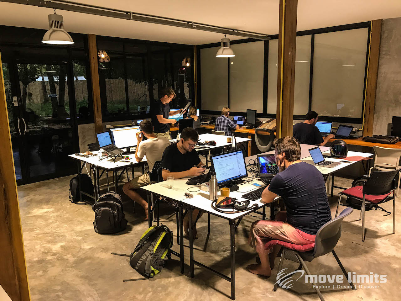AC-room- Remote arbeiten - Auf Koh Lanta bei den Digitalen Nomaden - movelimits.de